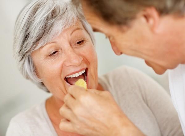 W starszym wieku powinniśmy pamiętać o produktach usprawniających pracę mózgu, serca, układu trawiennego /fot. Fotolia