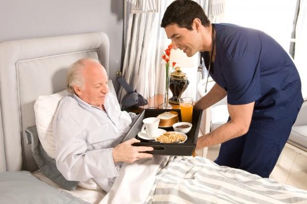 Szpital coraz częściej staje się miejscem podrzucania starszych, schorowanych ludzi przez rodzinę / fot. Fotolia